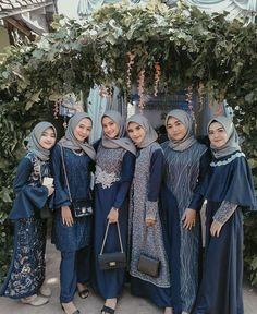 sʜᴀʀᴇ ʏᴏᴜʀ ᴇɴᴄʜᴀɴᴛɪɴɢ ᴋᴀʙᴀʏᴀ sᴛʏʟᴇ 🤗🤗 - ғᴏʟʟᴏᴡ ғᴏʟʟᴏᴡ ғᴏʟʟᴏᴡ ❤❤ - Photo by - - Hijab Dress Party, Hijab Style Dress, Casual Hijab Outfit, Dress Outfits, Kebaya Wedding, Muslimah Wedding Dress, Dress Brokat, Kebaya Dress, Simple Bridesmaid Dresses