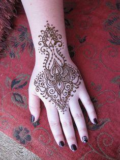 Henna, hand