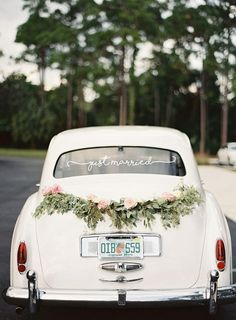 Just Married Aufkleber wedding details Wedding Car Decorations, Garland Wedding, Wedding Cars, Wedding Blog, Diy Wedding, Wedding Ideas, Wedding Table, Wedding Decor, Just Married Car