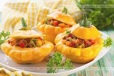 Niezastąpione dania wegetariańskie. Patison faszerowany. Konieczne składniki: patisony, pomidory, cukinie.