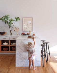 """Jed Lind and Jessica de Ruiter used Carrara marble for the counters and the """"waterfall"""" end of the dining peninsula. """"We wanted the marble to separate the kitchen from the rest of the living area,"""" Lind says. Decor, Kitchen Marble, Kitchen Interior, House Design, Interior, Marble Trend, Modern House, Home Pictures, Interior Design"""