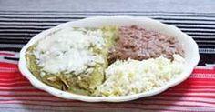 Enchiladas verdes   Las enchiladas verdes son de los platillos tipicos mas comunes, aunque son deliciosas habia dudado en subir esta receta y algunas otras, pues se que muchas de uds. no pueden conseguir la tortilla de maiz y pues es un elemento basico para muchos platillos tipicos mexicanos como los chilaqules, la sopa azteca, chalupas, etc asi que espero les agrade aquellos que puedan prepararlos y a las que no espero algun dia puedan probar lo ricas que son