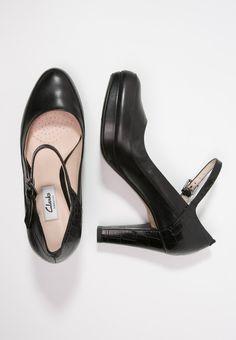 Die 9 besten Bilder zu Clarks Schuhe | Clarks, Schuhe