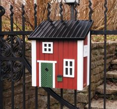 Postkasse i høy kvalitet. Rød | For dyr og fugler i hagen