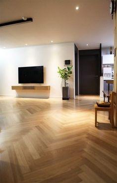 거실장의 하중을 줄이기 위해 서랍 타입에서 도어 타입으로 수납 구조를 변경했습니다. 사용하는 하드웨어... Living Room Tv, Living Room Modern, Home And Living, Tv Wall Furniture, Home Decor Furniture, Tv Wall Design, House Design, Modern Stairs, Apartment Interior