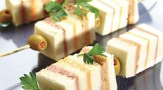bocaditos salados para fiesta - Buscar con Google Party Finger Foods, Party Snacks, Appetizers For Party, Appetizer Recipes, Snack Recipes, Tapas, Sandwiches, Brunch Buffet, Party Dishes