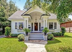 The Crescent has a breathtaking front porch and columns, as evidenced by this pristine specimen in J... - Zillow Digs home in Jacksonville, FL