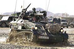 Das Wiesel gibt es bei Rheinmetall in mehreren Ausführungen: Mit Maschinenkanone zur bewaffneten Aufklärung oder als Wiesel 2 in einer verlängerten Version ...