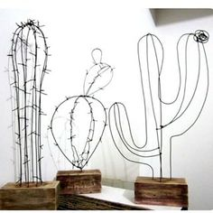 This pin is just a media cache, alas but super fun diy wire cactus. Sculptures Sur Fil, Wire Sculptures, Wire Art Sculpture, Sculpture Ideas, Tree Sculpture, Abstract Sculpture, Bronze Sculpture, Creation Deco, Ideias Diy