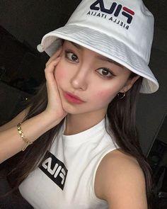 Korean Best Friends, Pretty Korean Girls, Cyberpunk City, V Lines, Ulzzang Korean Girl, Uzzlang Girl, Tumblr Photography, S Girls, Types Of Fashion Styles