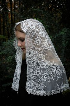 Evintage Veils~ Cream White Spanish Lace Floral Lace Mantilla Chapel Veil Classic D Shape 4 Year Wedding Anniversary, Fall Wedding, Wedding Gowns, Catholic Veil, Chapel Veil, Black Trim, Cream White, Free Sewing, Wrap Style