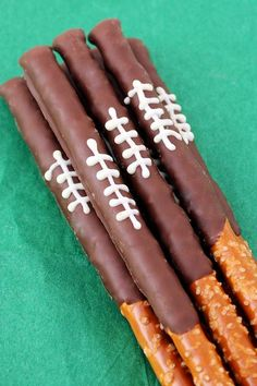 Party Food Ideas Perfect for Super Bowl - Super Bowl Party Recipes - Chocolate Pretzel Football Rods - This salty n' sweet snack looks like more work than it actually is–which means you should go ahead and make 'em. Get 49 other Super Bowl snack ideas. Football Treats, Football Party Foods, Football Food, Football Birthday, Football Tailgate, Food For Superbowl Party, Superbowl Decor, Kids Football Parties, Burlap Football
