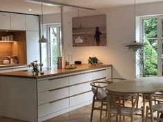Come on in! 5 new apartment insights - Come on in! 5 new apartment insights on SoLebIch Interior Garden, Interior Design, House Windows, Cuisines Design, Apartment Kitchen, Home Furnishings, Home Furniture, Kitchen Remodel, Kitchen Decor