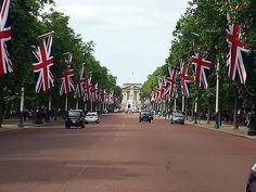 The Mall towards Buckingham Palace London. Taken from Samsung Galaxy S3 on 29 June 2013.  #themall #buckinghampalace #palace #royal #westminster #london #capital #city #england #instagood #androidography #instagram #exploremore #photosofengland #photooftheday #picoftheday #bestoftheday #exploretocreate #photosofbritain #igerslondon #justgoshoot #visitengland #britains_talent  #thisislondon #lovelondon by tomgracie