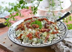 Verdens beste brokkolisalat – Francisco's Beautiful World – Oppskrifters Meat Salad, Fish And Meat, Cooking Recipes, Healthy Recipes, Broccoli Salad, Summer Salads, Food Inspiration, Bacon, Food And Drink