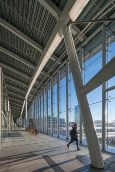 Commuters will be rejoice with the news that the new Utrecht Centraal station designed by Benthem Crouwel Architects has now opened to the public in the Netherlands. Construction began in 2010 and the Amsterdam-based firm has been working on the projec. Station To Station, Central Station, Train Station, Utrecht, Rotterdam, Vertical City, Roof Covering, Netherlands, Public