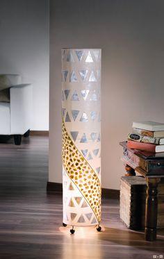 Runde Stehlampe, Materialmix aus Stoff, Metall, Muschellplättchen - Perlmutt schimmernd mit elegantem Bronzeton - balinesische Handwerkskunst.