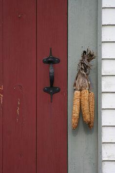 Autumn front door decor Doors of New England New England Style, New England Homes, Colonial Front Door, Front Doors, Red Doors, Primitive Autumn, Primitive Country, Primitive Crafts, Primitive Christmas