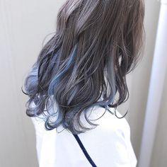 MARL カジュアルストリート デザインカラー 名古屋さんはInstagramを利用しています:「インナーブルー 人気のインナーカラー ブリーチカラー、インナーカラー お任せ下さい🤤 中区大須3-5-6 矢場町サンコービル4F MARL 0528878948 #美容師 #名古屋 #栄 #撮影#canon #canon_photos #likeme #hair…」 Hair Color Streaks, Ombre Hair Color, Hair Highlights, Korean Hair Color, Multicolored Hair, Coloured Hair, Aesthetic Hair, Grunge Hair, Gorgeous Hair