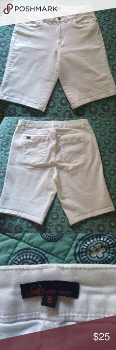 """Sofia Vergara white bermuda preowned size 8 Excellent condition. Doesn't  fit anymore.  33"""" around waist. Inseam 9"""". Length 18"""" taken at the side. Front rise: 10"""". Back rise 14.5"""". No stains, holes at all. 97% cotton 3% spandex Sofia Vergara Shorts Bermudas"""