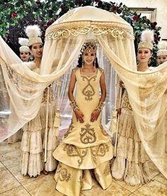 Ne güzel bir gelenek kyz uzatuu: 25 büyüleyici gelinler :) Düğün ' Kazakistan da…