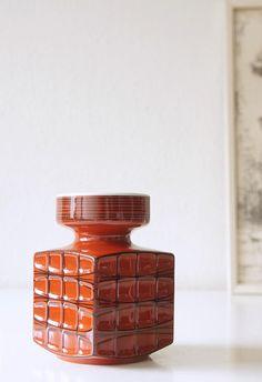 Dit item is niet beschikbaar Op Art, Vintage Vases, Hand Painted Ceramics, Pottery Ideas, Mid Century Design, Ceramic Pottery, Porcelain, Black, Decor