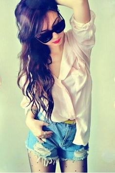 pale nude blouse, high waisted denim shorts, yellow belt, dotted tights, sunglasses and such pretty hair = perfection Pretty Hairstyles, Straight Hairstyles, Hotpants Jeans, Neutral Blouses, Her Hair, Wavy Hair, Hair Inspiration, Ideias Fashion, Style Me