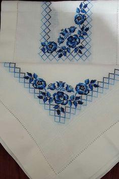 Harika uygulama Butterfly Cross Stitch, Cross Stitch Borders, Cross Stitch Rose, Cross Stitch Designs, Cross Stitching, Cross Stitch Embroidery, Hand Embroidery, Cross Stitch Patterns, Bordado Floral