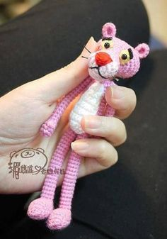 Motif gratuit Pink Panther, Construction Amigurumi Pink Panther, Tricot … - Just DIY Crochet Diy, Crochet Amigurumi, Amigurumi Patterns, Crochet Crafts, Crochet Dolls, Yarn Crafts, Crochet Projects, Crochet Patterns, Tutorial Crochet