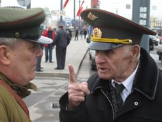 Two Russian veterans in discussion