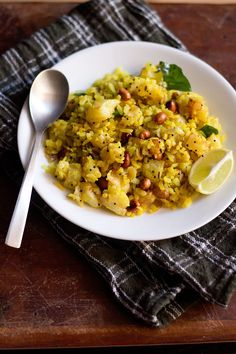 potato poha recipe - easy to make and a popular breakfast dish from maharashtra.