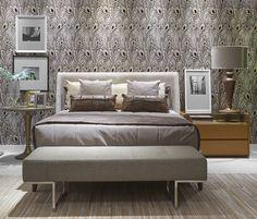 Na cama do Loft Contemporâneo, de Luciana Passamani para a Decora Lider Brasília, destacam-se as almofadas Back, feitas como um patchwork de couro.