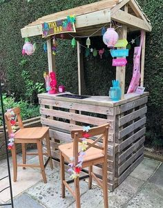 DIY recycled wood pallet bar projects 2019 DIY recycled wood pallet bar projects The post DIY recycled wood pallet bar projects 2019 appeared first on Pallet ideas. Palet Bar, Wood Pallet Bar, Wooden Pallet Projects, Wooden Pallet Furniture, Diy Outdoor Furniture, Wooden Pallets, Furniture Ideas, Woodworking Furniture, Garden Furniture