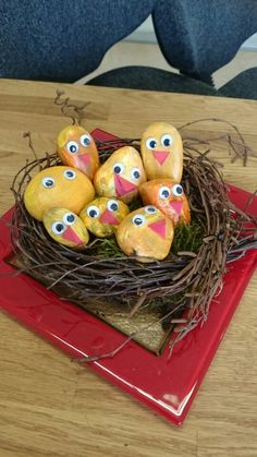 Spring birds Paint flat rocks like baby birds Easter Arts And Crafts, Bunny Crafts, Diy And Crafts, Hobbies For Kids, Diy For Kids, Chicken Painting, Easter Bunny Decorations, Easter Celebration, Holidays And Events
