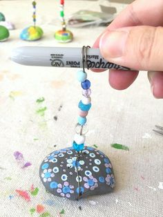 adding wire to your rock photo holder; for cubical 'flipit' day gifts from kids preschool picture Painted Rock Photo Holder Craft for Kids - Buggy and Buddy Mothers Day Crafts For Kids, Fathers Day Crafts, Crafts For Teens, Diy For Kids, Kids Crafts, Preschool Crafts, Rock Crafts, Crafts To Make, Arts And Crafts