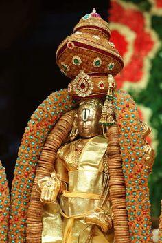 Malayappa Swami, a utsava murthi of Sri Venkatheswara, Tirupati, Andhra Pradesh Our Services : Bangalore to Tirupati F. Day Trips From Bangalore, Lord Rama Images, Lord Murugan Wallpapers, Ganesh Wallpaper, Lord Balaji, Hindu Dharma, One Day Trip, Goddess Lakshmi, God Pictures
