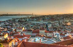 Hoje, cerca de 80 mil brasileiros residem em Portugal com vistos regulares. Foto: Flickr/Reprodução Open Data, Lisbon City, Wine Tourism, Belle Villa, Cities In Europe, Europe Travel Guide, Travel Destinations, Short Break, Spain And Portugal