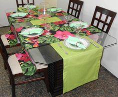 Conjunto Tête-à-tête para inovar e deixar sua mesa mais alegre. Feito com tecido importado e 100% algodão, ideal para uma mesa de seis lugares. Os caminhos de mesa com flor, são peças únicas. O conjunto é composto de:  - 2 trilhos estampa de flor na medida 180x52cm, preço unitário: R$23,59;  - 1 trilho na cor verde medindo 260x45cm, preço unitário: R$31,45;  - 6 guardanapos verdes tecido popeline com bordado em um dos cantos, preço unitário: R$4,89.  Caso o valor total de sua compra for ...