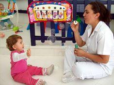 Bolha de sabão – A brincadeira possibilita a coordenação visual e motora, pois o jogo olho/mão é o ponto mais explorado nessa atividade. O bebê terá que se adaptar a cada momento para apanhar as bolhas de sabão.