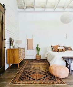 Feeling so inspired by these light + bright lines, Moroccan rug and pouf as accents.
