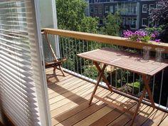 Veel mensen kiezen ervoor om een vlonder vloer te nemen op hun balkon. Een houten vlonder vloer is een makkelijke manier om je balkon een hele andere moderne en comfortabele uitstraling te geven.