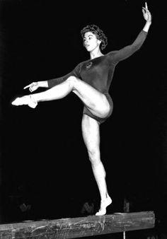 Larisa Latynina on ukrainalainen Neuvostoliittoa edustanut kilpavoimistelija. Hän on eniten olympiakultia voittanut naisurheilija ja toiseksi menestynein olympiaurheilija.