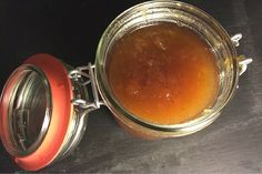 Ein Apfel Chutney passt sehr gut zu Käse, schmeckt aber auch lecker zu Fleischgerichten. Hier findest Du ein schnelles und einfaches Rezept!