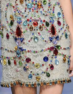 Not Ordinary Fashion is art — Dolce & Gabbana - Detail Glamour Fashion, Couture Fashion, Runway Fashion, Womens Fashion, Couture Details, Fashion Details, Fashion Design, Fashion Week, High Fashion