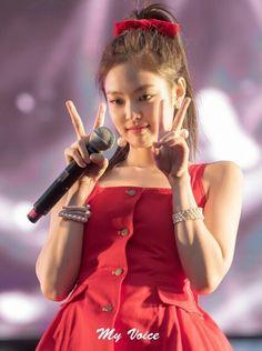 Kpop Girl Groups, Korean Girl Groups, Kpop Girls, Blackpink Jennie, Yg Entertainment, Fashion Pictures, Girl Pictures, Cute Gifs, Blackpink Twitter