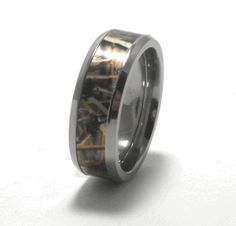 RealTree Max-4 Camo Wedding Ring.. Where was this when we got married?! Maybe it'll be a good anniversary gift?