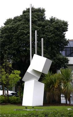 wellington art icons - Sculpture: Geometric Growth  Artist: Guy Ngan  Material: 	Steel  Date: 1974. Reinstalled 2006  Location: 	Wakefield Street