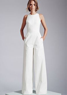Sleeveless wide-leg jumpsuit by Novis. 35 Gorgeous Pantsuits and Jumpsuits for Brides Sleeveless wide-leg jumpsuit by Novis. Jumpsuit Elegante, Vestidos Fashion, Wedding Jumpsuit, White Pantsuit Wedding, White Jumpsuit Formal, Elegant Jumpsuit, Gown Wedding, Bridal Gown, White Dress