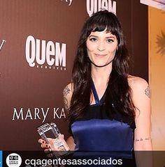 Ainda sobre o Prêmio Quem, a nossa top Vanessa Rozan levou o de melhor Maquiadora 2014 Parabéns @vanessarozan #personalidadecaicodequeiroz #exclusicacq #maquiagem #esquadraodamoda #beleza #moda with @repostapp. ・・・ Vanessa Rozan (@vanessarozan) agradeceu seus fãs ao receber o troféu de Melhor Maquiadora, na 8ª edição do Prêmio QUEM, que aconteceu na noite de quarta-feira no Rio de Janeiro. Leia tudo no nosso blog: caicodequeiroz.wordpress.com #caicodequeiroz #equipecq #cq10anos…