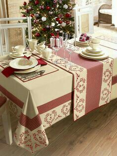 Angelica Home & Country Co Dining Table Cloth, Table Linens, Deco Table, Table Covers, Soft Furnishings, Diy And Crafts, Design Case, Table Settings, Sweet Home